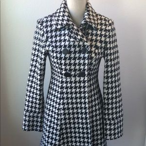 Women's EXPRESS Coat in black and white. XS.